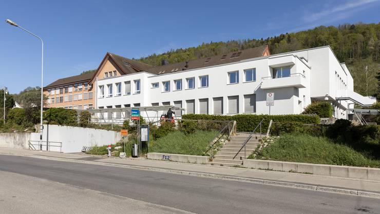 Auch in Weiningen werden Erwachsene ab dem Schulbeginn am Montag auf dem Schulareal Masken tragen müssen.