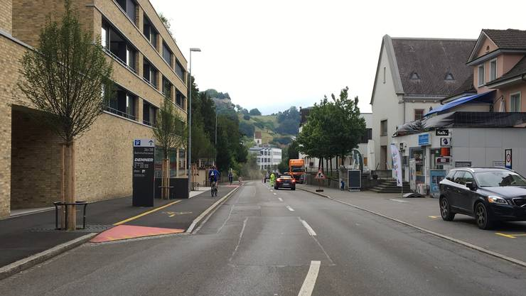 Rumpelpiste Bahnhofstrasse – das stört Ruedi Baumann massiv.