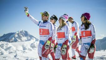 Olympische Winterspiele demnächst auch wieder in der Schweiz? Im Bild: Die Schweizer Skirennfahrer Beat Feuz, Fabienne Suter, Lara Gut, Carlo Janka und Wendy Holdener (v.l.). (Archivbild)