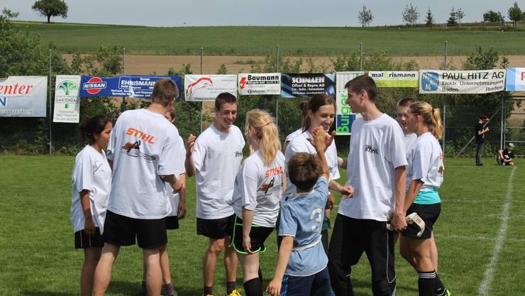 Gemischt ist Fussball fairer - Am Freienwiler Sporttag spielen in allen Mannschaften drei Damen mit