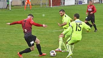 Der FC Wangen (schwarz-rote-Trikots) gewann gegen Rothrist. (Archiv)