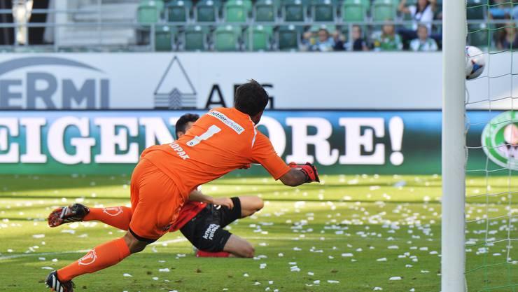 Luca Radice bezwingt St. Gallens Torhüter Daniel Lopar zum 1:0