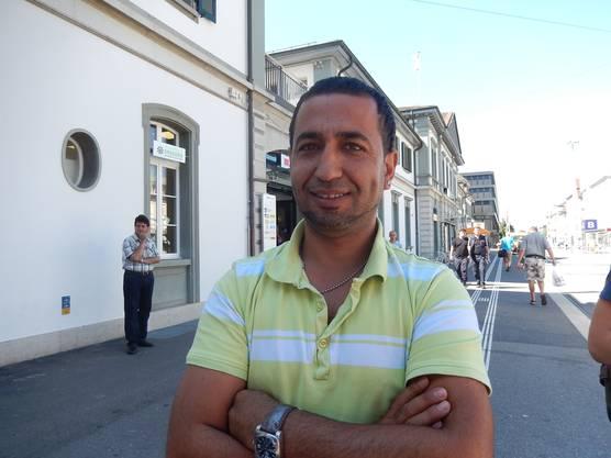 Kahim Catak unterstützt die Asylbewerber.