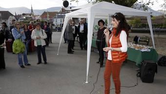 Da war noch viel Platz für «Platz da?!»: Eva Gauch Anfang Mai 2014 bei der erstmaligen Eröffnung des Aktionsmonats auf dem nun gesperrten Kreuzackerplatz.