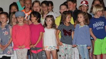 Die Schulkinder sangen am Dorffest Burg, das am Wochenende unter dem Motto «Gemeinsam» stattfand.