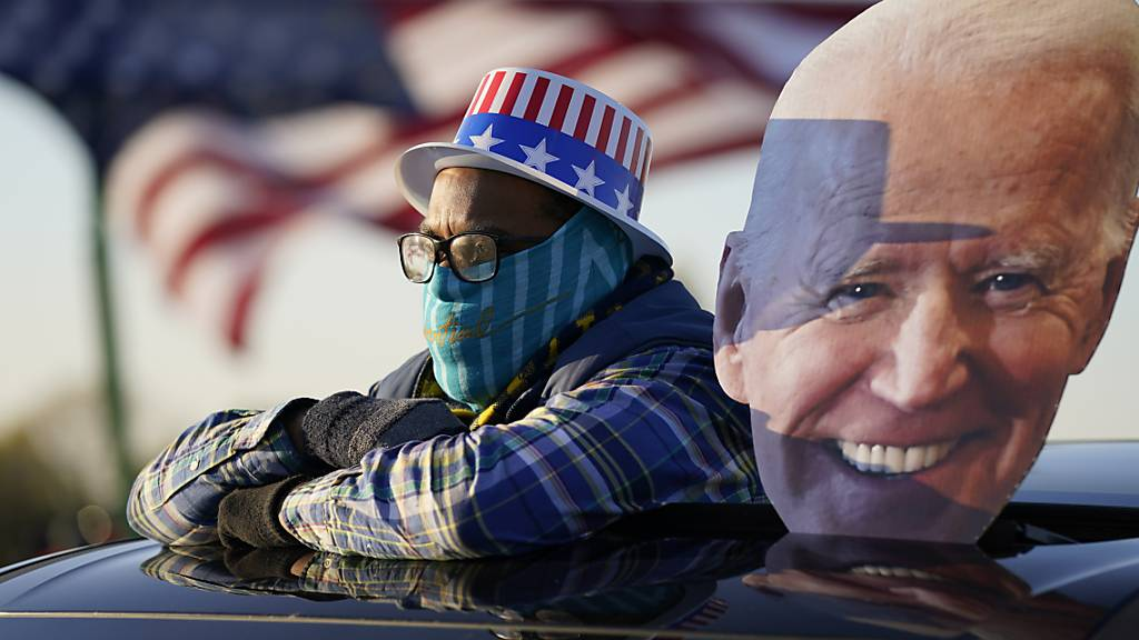 Biden führt seine Hunde als Wahlkampfargumente gegen Trump ins Feld