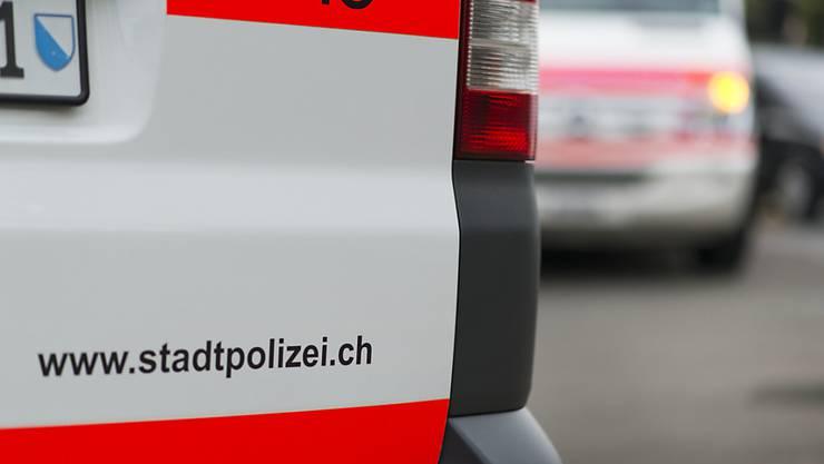 Am Samstagabend und in der Nacht auf Sonntag verhaftete die Stadtpolizei Zürich im Kreis 8 und in der Zürcher Innenstadt zwei Männer. (Symbolbild)