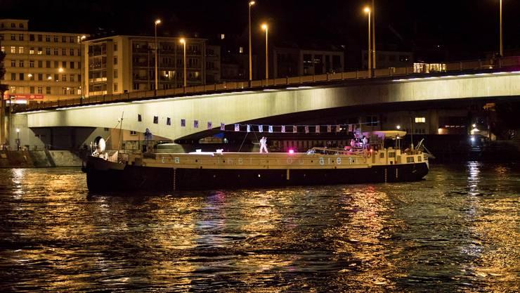 Das Kulturschiff «Lorin» bespielte während der Art Basel den Rhein mit Performances.