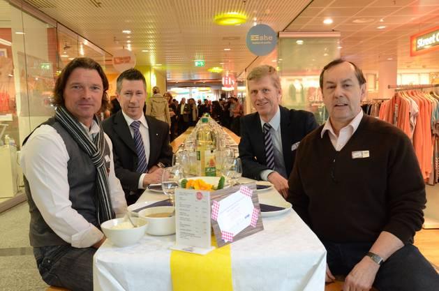 Die Initianten Thomas Landis, Diego Albertanti (beide Gewerbeverein), Andreas Geistlich (Wirtschaftskammer) und Philipp Locher (Pro Schlieren) werten den Anlass als Erfolg