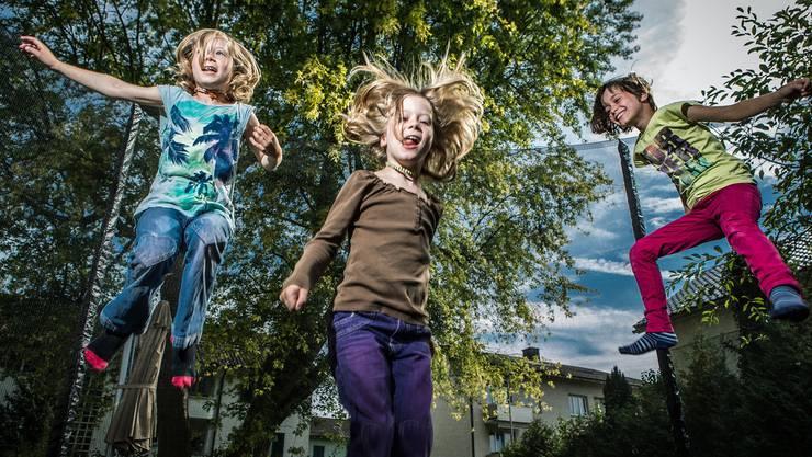 Die Drillinge Rebecca, Damaris und Leonie (von links) teilen sich den Spass am Singen und an der Musik. Ihre Wünsche für die Zukunft sind aber sehr unterschiedlich. Chris Iseli