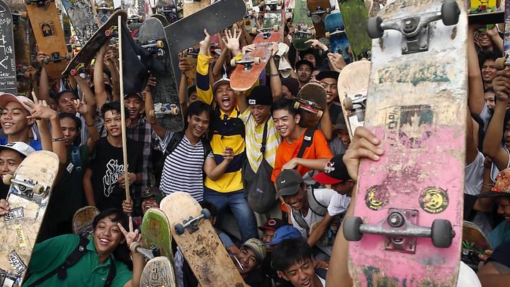 Skateboards haben einen hohen Sammlerwert, wie eine Versteigerung in den USA zeigte. (Archivbild)