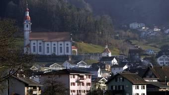 Die Feier in Schattdorf hat für die Hochzeitsgesellschaft unangenehme Folgen: Einer der Teilnehmer war mit dem Coronavirus infiziert. (Symbolbild)