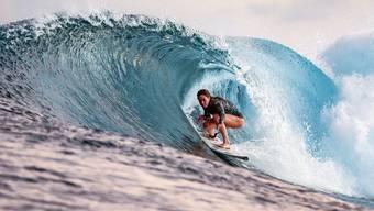 Alena Ehrenbold: Die Surferin kämpft nicht nur gegen Wellen, sondern auch gegen Vorurteile.
