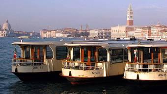 Venedigs Vaporetti fahren bald zum Teil mit gebrauchtem Speiseöl (Archiv)