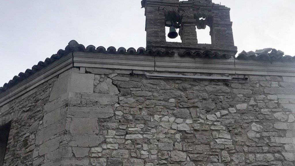 In Muccia stürzte beim Erdbeben vom Dienstag der Glockenturm einer kleinen Kirche aus dem 16. Jahrhundert ein.
