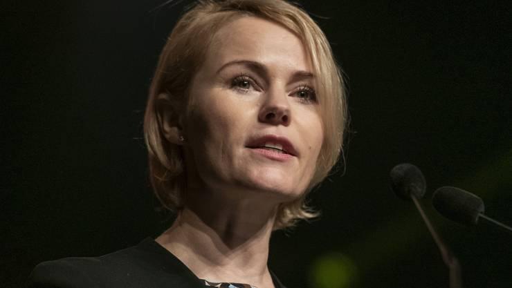 Rapper beleidigten SVP-Politikerin Natalie Rickli. Sie reagierte mit einer Strafanzeige und erhielt mehrheitlich Recht.