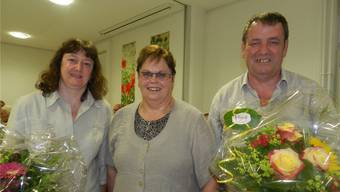Kirchenpflegepräsidentin Bertha Hübscher (Mitte) verabschiedete die zurückgetretenen Kirchenpflegemitglieder Esther Schütz und Peter Schaerer. Nicht auf dem Bild ist Barbara Willi. BA