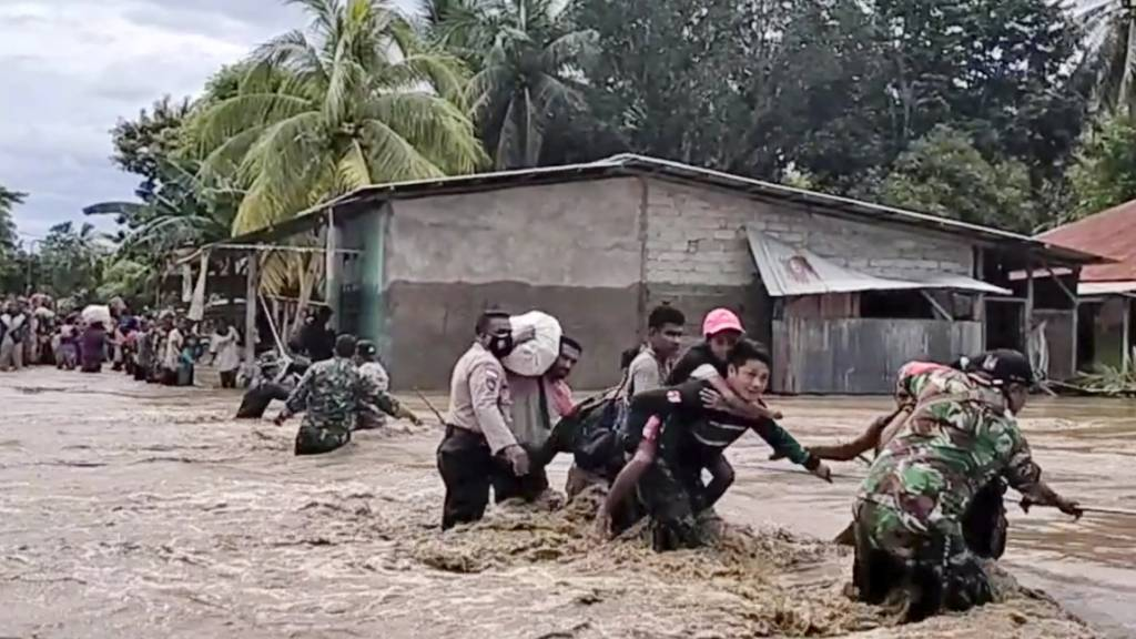 Schlammlawine in Indonesien: Mindestens 18 Tote