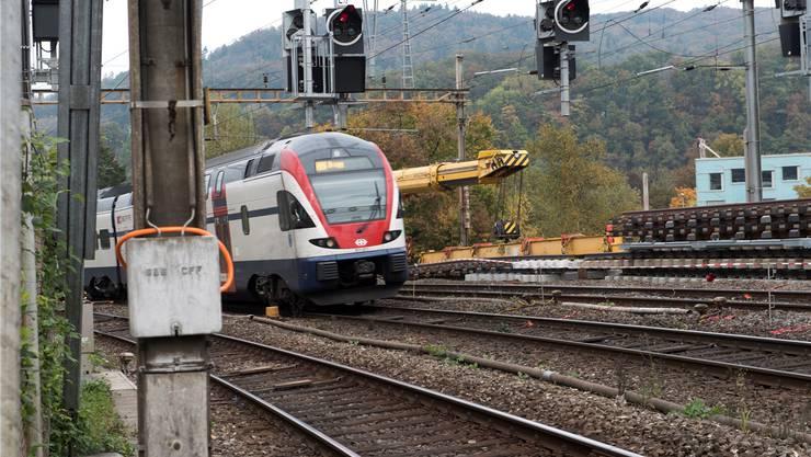 Zwischen Zug und Walchwil verhindert ein Wasserrohrbruch den einwandfreien Zugverkehr.