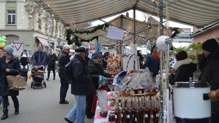 Allerlei Selbstgemachtes gibt es am Weihnachtsmarkt zu kaufen.
