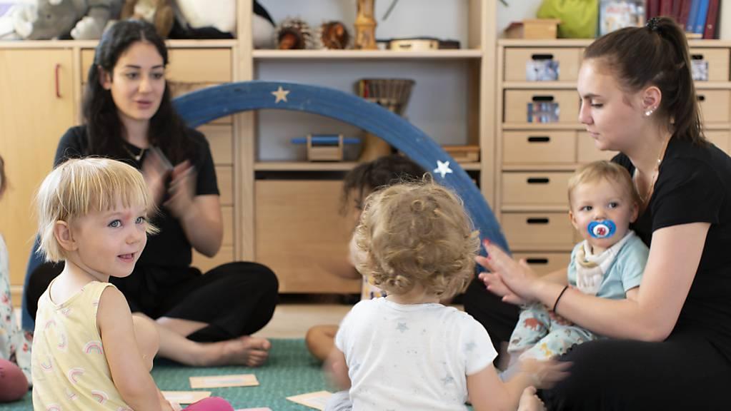 Der Bundesrat will die Kantone bei der Förderung der Kinderbetreuung vermehrt unterstützen und beantragt weitere 80 Millionen Franken bis Mitte 2023. (Themenbild)
