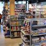 Volle Spielwarenregale wie bei der Amsler Spielwaren AG gehören im Weihnachtsverkauf zum gewohnten Bild. (Bild: 4. Oktober 2017)