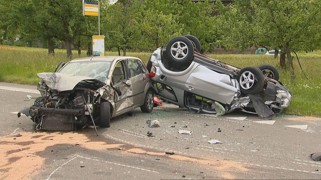 Unterstammheim ZH: Autounfall fordert zwei Verletzte
