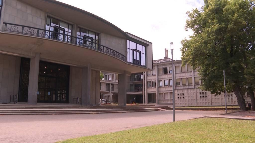 Maskenpflicht an der Uni Freiburg: Kommt das auch auf den Kanton Bern zu?