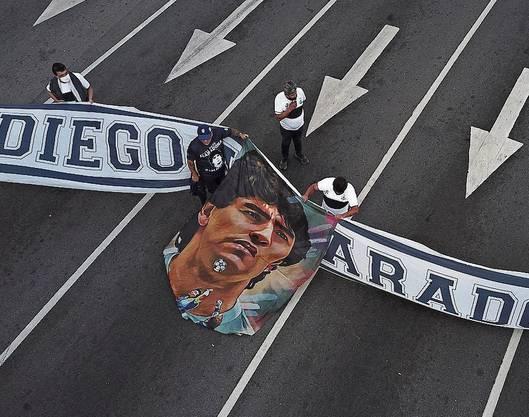 Auf den Strassen von Buenos Aires gedenken Fans Diego Maradona.
