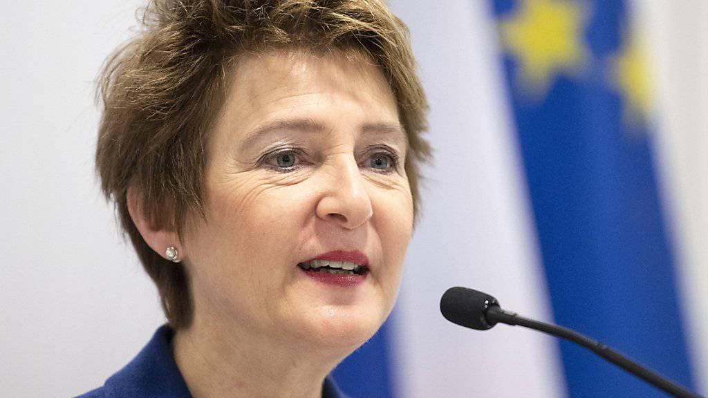 Bundesrätin Simonetta Sommaruga hat am Donnerstag vor einer Annahme der Zersiedelungsinitiative gewarnt. (Archivbild)