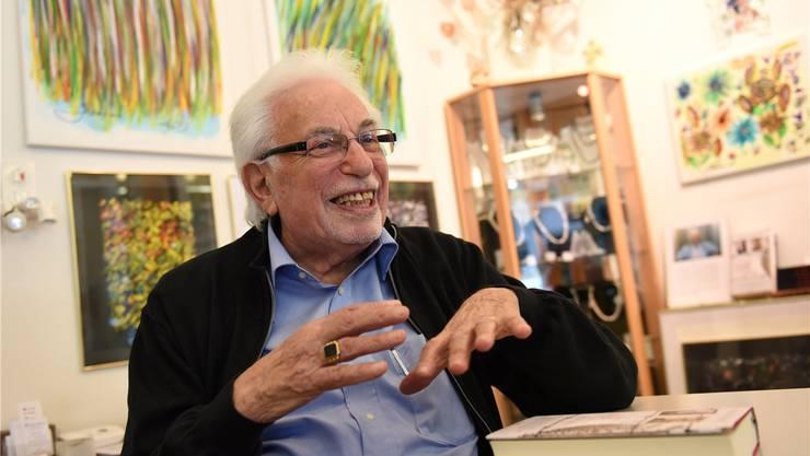 Shlomo Graber hat als Jugendlicher den Holocaust überlebt. Seit 26 Jahren lebt der Kunstmaler in Basel und ist mit seiner Frau jeden Tag in ihrer Galerie Spalentor. Juri Junkov