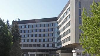 Das Gebäude des Zentralkomitees der Kommunistischen Partei der Sowjetrepublik, das heute unter dem Namen «World Trade Center» als Bürogebäude genutzt wird. Das Gebäude soll abgerissen werden, um hier eine neue Konzerthalle zu erreichten. Foto: Alexander Welscher/dpa