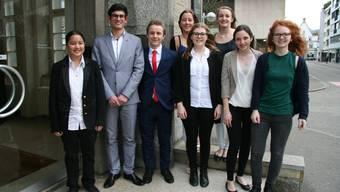 Von links Julia Ludwig, Raffaele Spielmann, Linus Stillhart, Nadine Planzer, Jasmin Schleuniger, Karla Kissling, Chiara Imbimbo und Julia Heim.