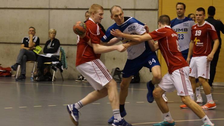 HCDU-Urgestein Daniel Imhof (Mitte) geht auch in der neuen Saison für die Limmattaler auf Torejagd.