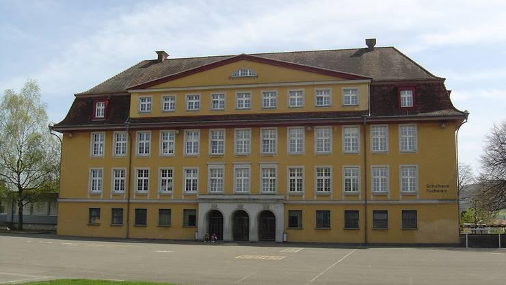 Zum Zuständigkeit der Schulverwaltung gehört auch das Primarschulhaus Fuchsrain. (Archiv)