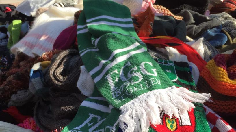 Auf einem griechischen Markt ist die Herisauerin Simi auf einen FCSG-Schal gestolpert