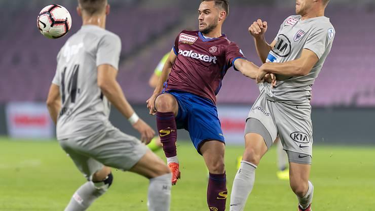 Die Aarauer Nicolas Bürgy (links) und Giuseppe Leo, hier im Match gegen Servette