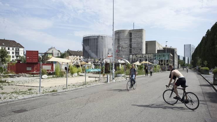 Die steigende Beliebtheit der Uferstrasse als Ausgangsmeile und neuem Stadtgebiet hat dazu geführt, dass der Verkehr trotz Fahrverbot zugenommen hat.