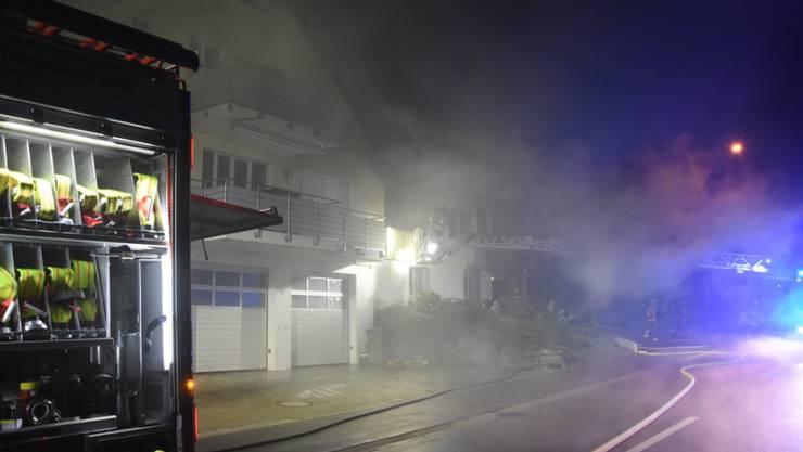 Beim Brand in einem Reihenhaus in Untereggen wurden zwei Personen verletzt und es entstand grosser Sachschaden.