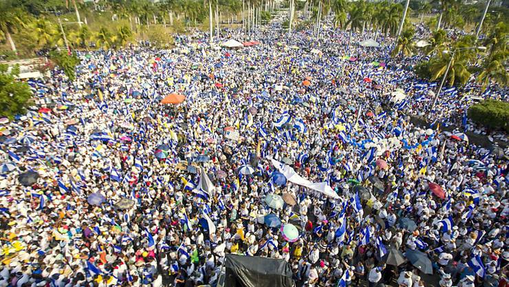 Massenprotest in Nicaraguas Hauptstadt Managua gegen Präsident Daniel Ortega