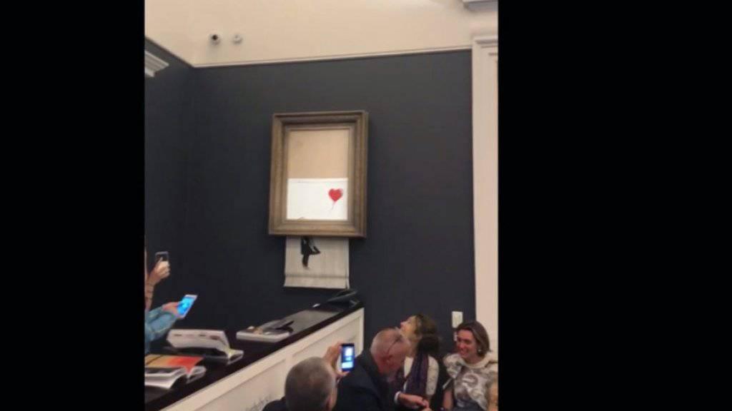 Alle Welt wartete am Mittwoch in Paris bei einer Banksy-Auktion auf eine weitere spektakuläre Aktion des Künstlers wie unlängst mit der Bildzerstörung in London - doch eine solche Aktion blieb aus. (Archivbild)