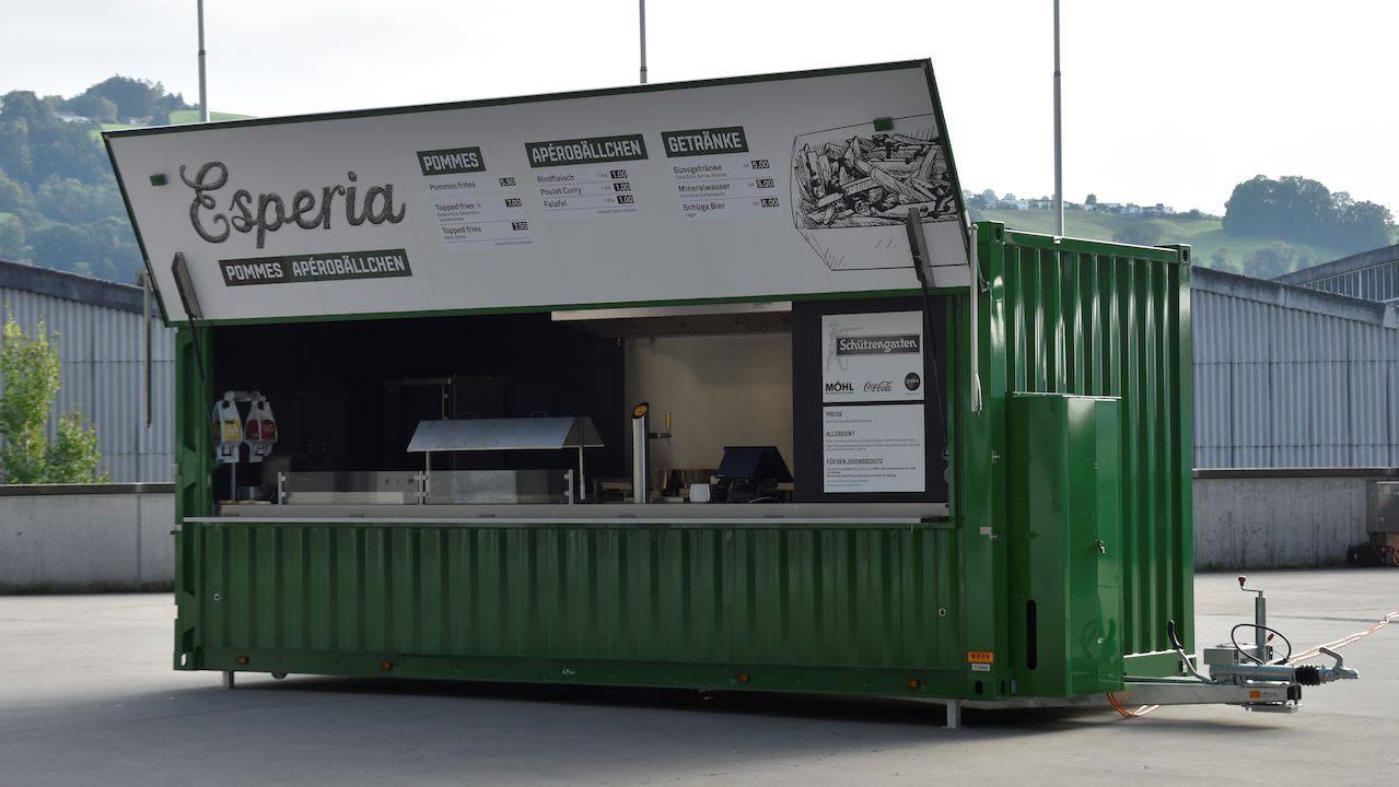 Verpflegung aus dem Container: Der FCSG betreibt mobile Esperia-Essstände.