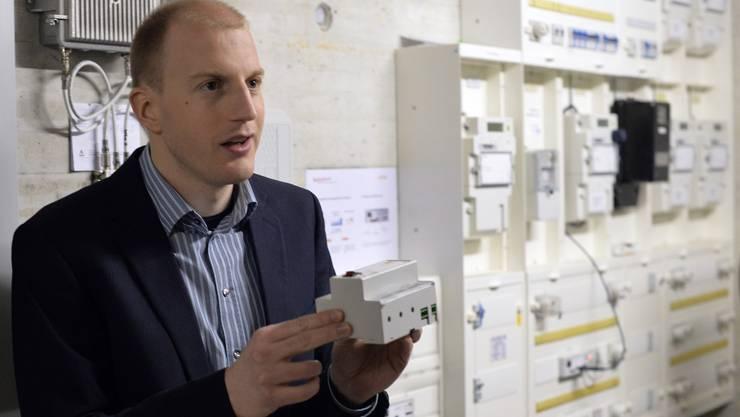 Daniel Cajoos, Projektleiter beim Energiekonzern Alpiq, erklärt, wie das GridSense-System funktioniert.