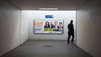 Wie bei jeden Wahlen finden sich an stark frequentierten Orten, wie hier am Schlieremer Bahnhof, zahlreiche Plakate. Doch lassen sich die Parteien heuer noch viel mehr einfallen.