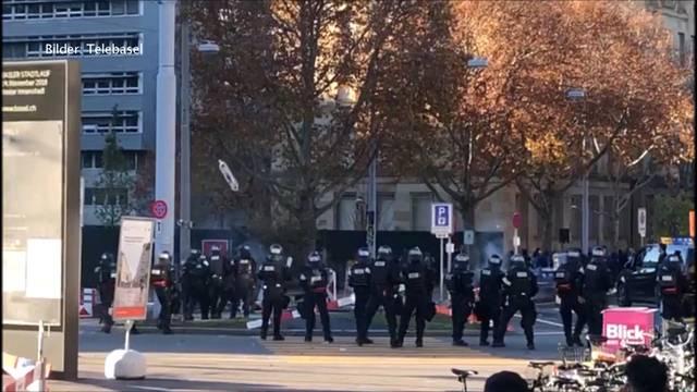 Demos in Basel: Hunderte gegen 30 PNOS-Anhänger