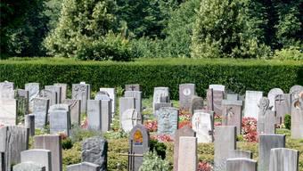 Viele Grabsteine auf dem Hörnli sind Kunstwerke. Die Steine werden zuerst geprüft, bevor man sie zerstört.