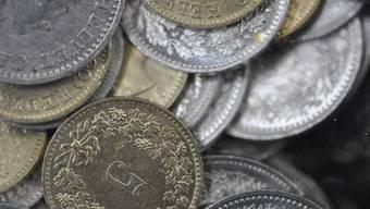 Die Frage, wann Münzen als Zahlungsmittel abgelehnt werden dürfen, ist umstritten (Archiv)
