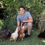 Benjamin Steiner und seine Familie halten Hennen im eigenen Garten: Nachhaltigkeit ist für ihn in allen Lebensbereichen zentral.