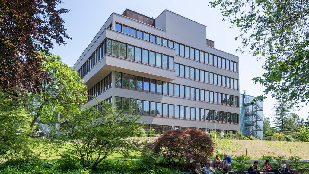 Das Universitätsspital Zürich (USZ) will mit neuer Leitung einen Neustart seiner krisengeschüttelten Herzklinik erreichen.