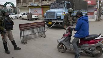 """Die Lage in Kaschmir bleibt weiterhin angespannt. Ein Sprecher des indischen Aussenministeriums betonte am Samstag, dass Indien weiterhin """"entschlossen"""" Land und Bevölkerung verteidigen werde. (Archivbild)"""